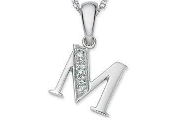 صورة سلاسل مكتوب عليها حروف , سلسة هدية للحبايب