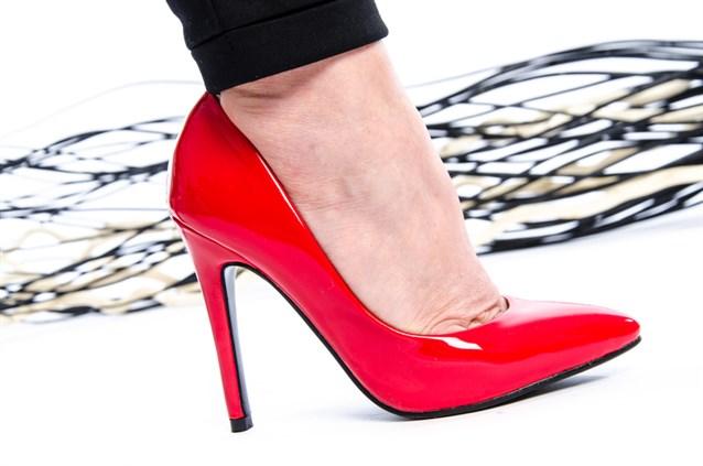 صورة تفسير حلم لبس حذاء , دلالة رؤية الحذاء في المنام