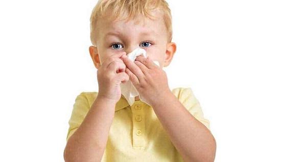 صورة علاج سيلان الانف عند الاطفال , تغير الفصول والبرد الموسمي سبب حساسية الاطفال