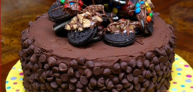 صور طريقة عمل تورتة عيد ميلاد بالشيكولاتة , وصفة تورتة الشوكولاته