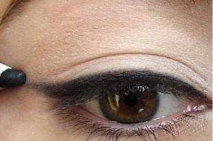 صورة صور لرسم العين , مكياج عين ناعم و بسيط