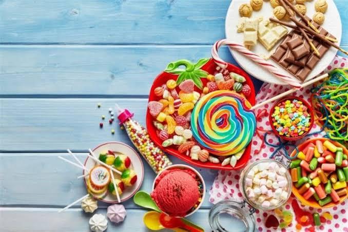 توزيع الحلوى في المنام معني توزيع الحلوي في الحلم للعزباء احاسيس بريئة