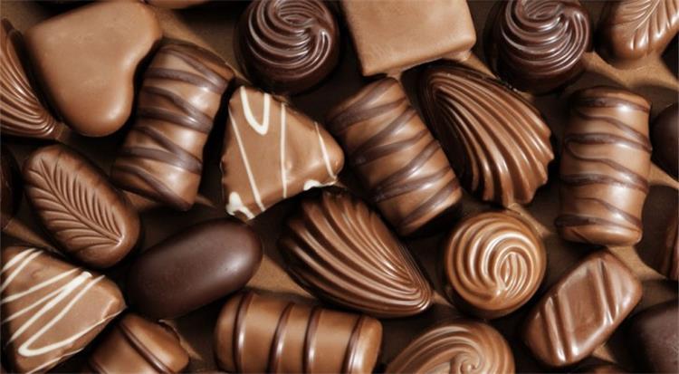 تفسير اكل الشوكولاته في الحلم , رؤيه الشيكولاته في منام العزباء ...