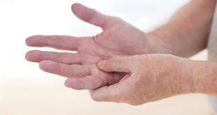 صورة الم في مفاصل اليد عند الاستيقاظ من النوم , اسباب الم مفاصل اليد وطرق علاجها