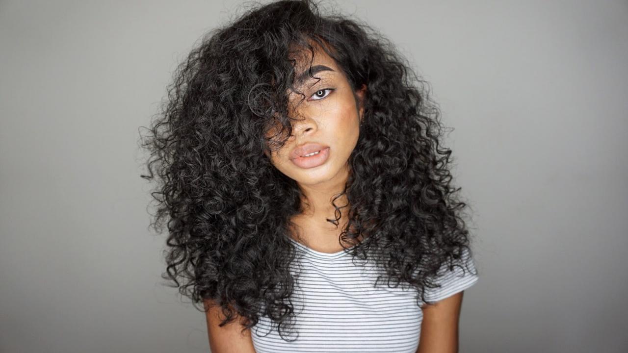 صورة طريقة لفلفة الشعر , خطوات للحصول علي شعر مجعد 949 1