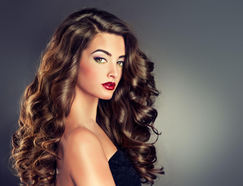 صورة طريقة لفلفة الشعر , خطوات للحصول علي شعر مجعد 949 2
